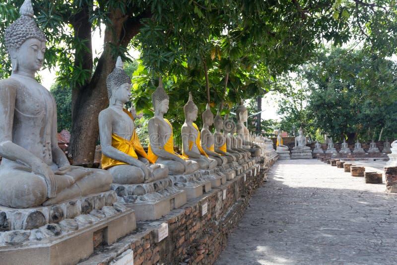 De beelden van Boedha in Wat Yai Chaimongkol royalty-vrije stock foto's