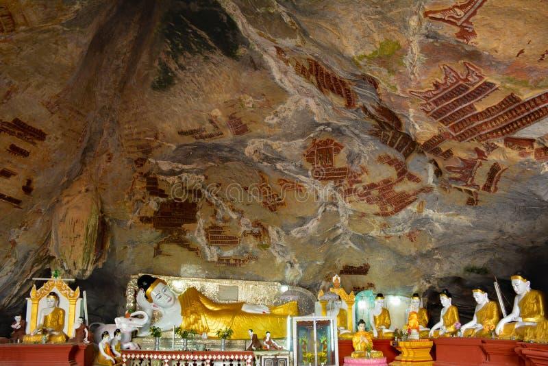 De beeldhouwwerken van Boedha in Kaw-Kanonhol in hpa-, Myanmar royalty-vrije stock foto