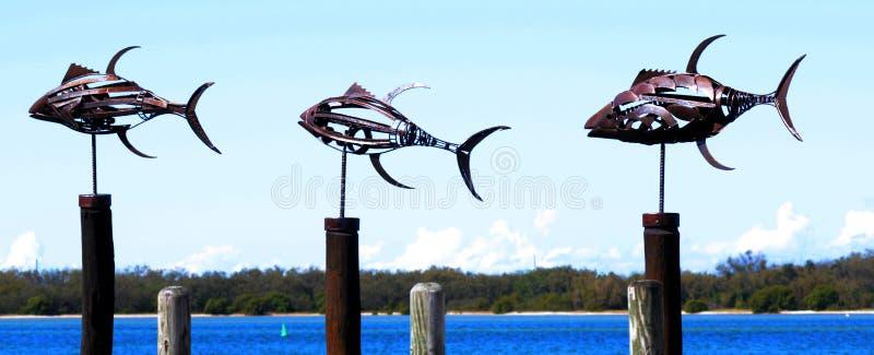 De beeldhouwwerken van metaalvissen stock foto