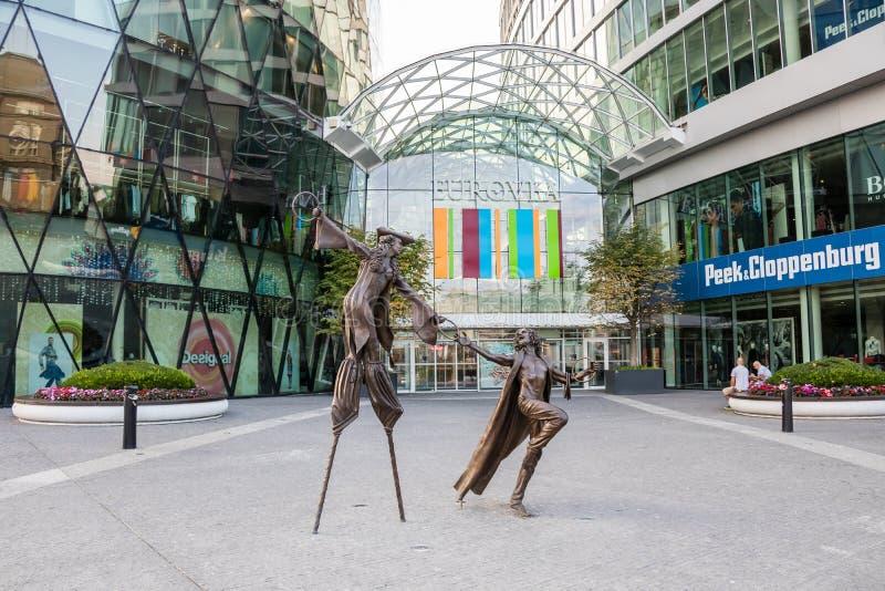 De beeldhouwwerken voor de belangrijkste ingang bij het Eurovea-winkelcentrum in Bratislava royalty-vrije stock afbeeldingen