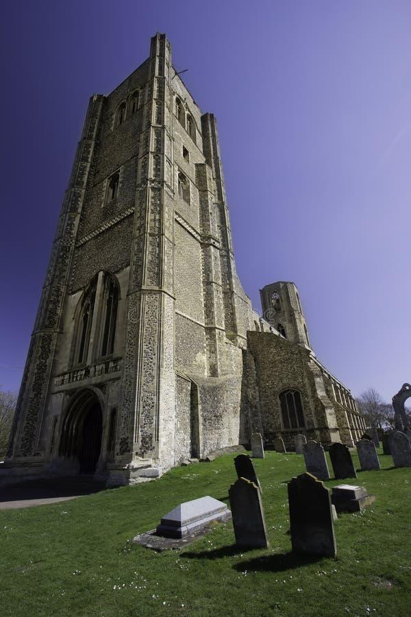 De begraafplaats van de Wymondhamabdij Oud Norman kerk en kerkhof stock foto's