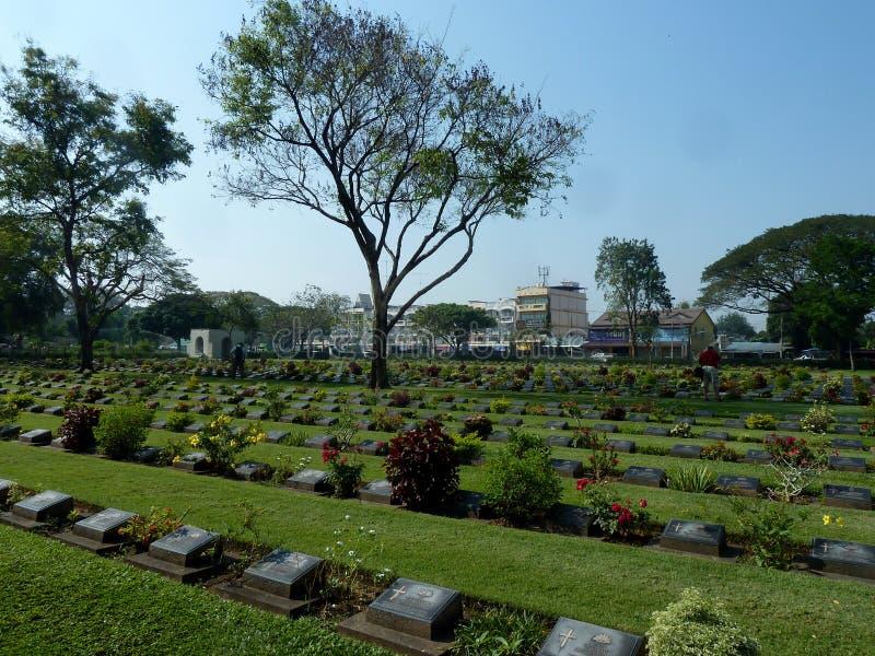 De Begraafplaats van de Kanchanaburioorlog in Thailand stock afbeelding
