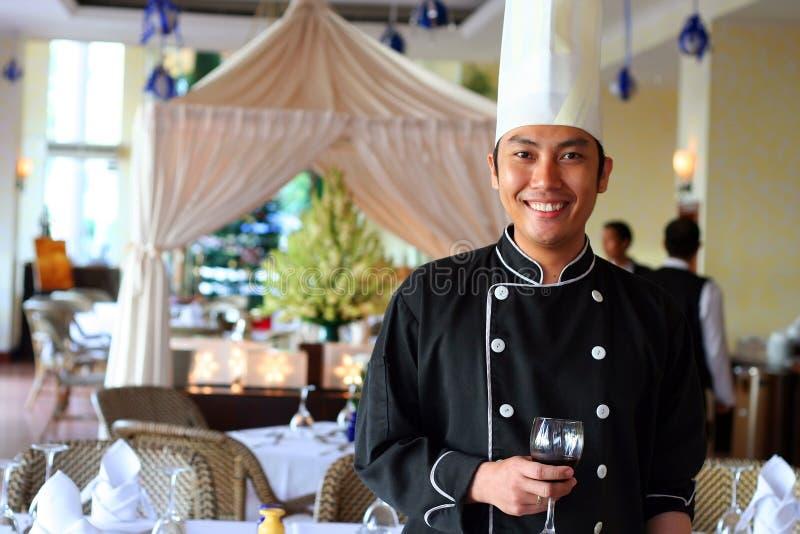 De begroeting van de chef-kok bij restaurant stock afbeeldingen