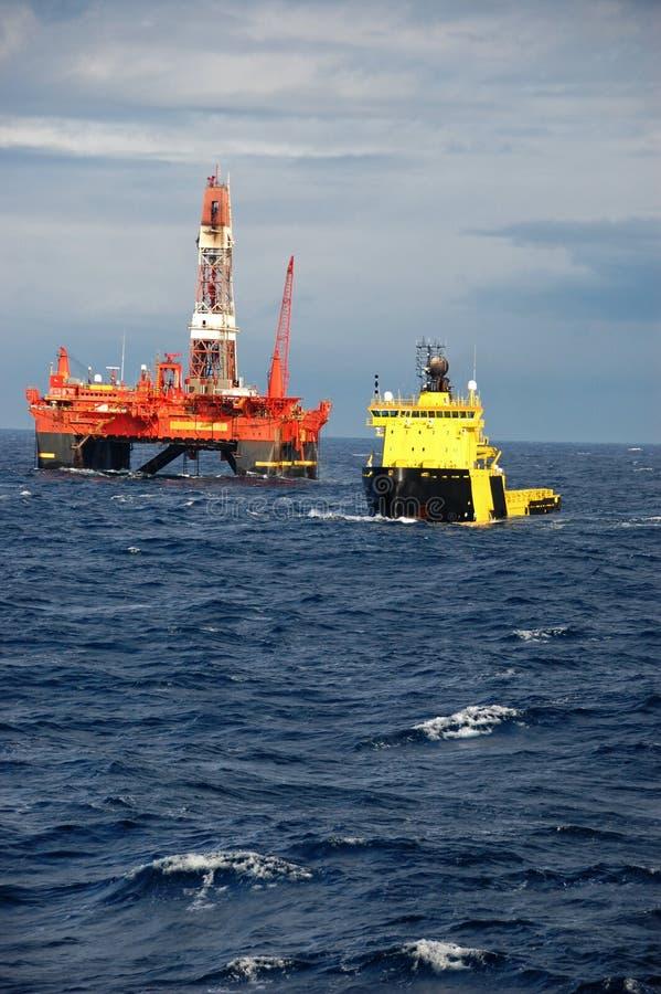 De behandeling van het anker van Semi submergible in Noordzee stock fotografie