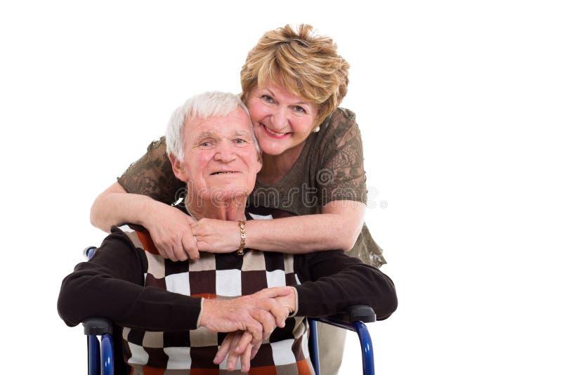 De bejaarde vrouw handicapte echtgenoot stock afbeeldingen