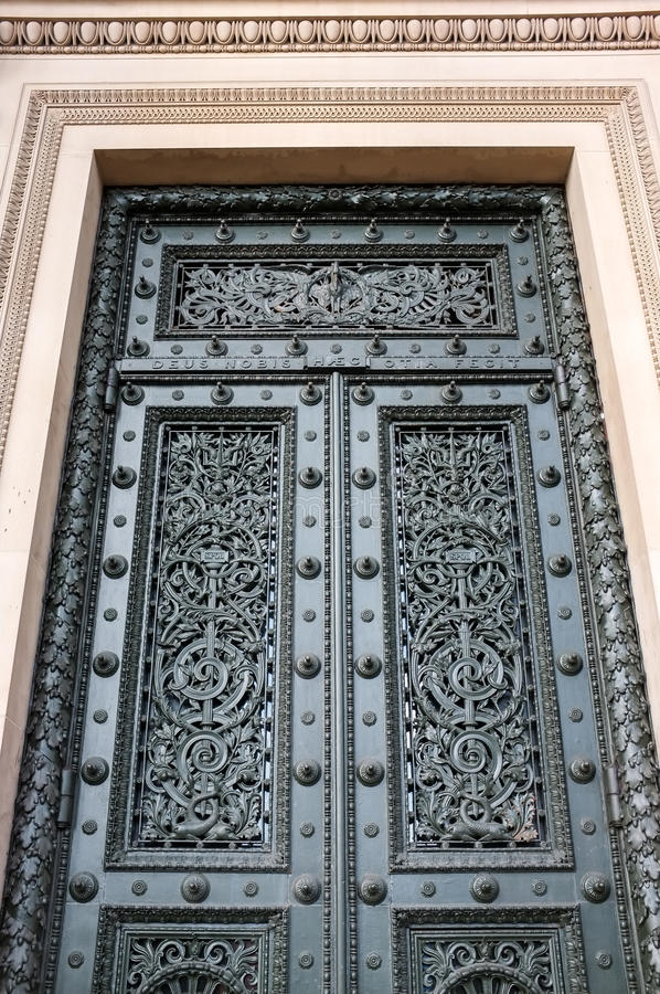 De belangrijkste deur bij St George Zaal stock afbeeldingen