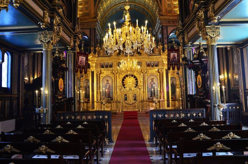 De belangrijkste die gebedzaal met een altaar in St Stephen Bulgrian kerk in Istanboel ook als Ijzerkerk wordt bekend, breed scè royalty-vrije stock foto's