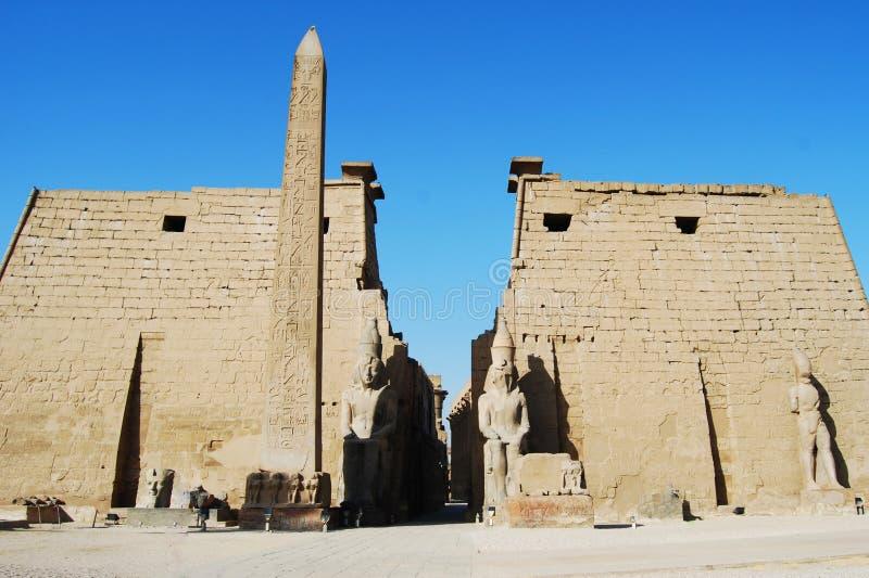 De belangrijkste ingang van de tempel van Luxor, Egypte stock foto