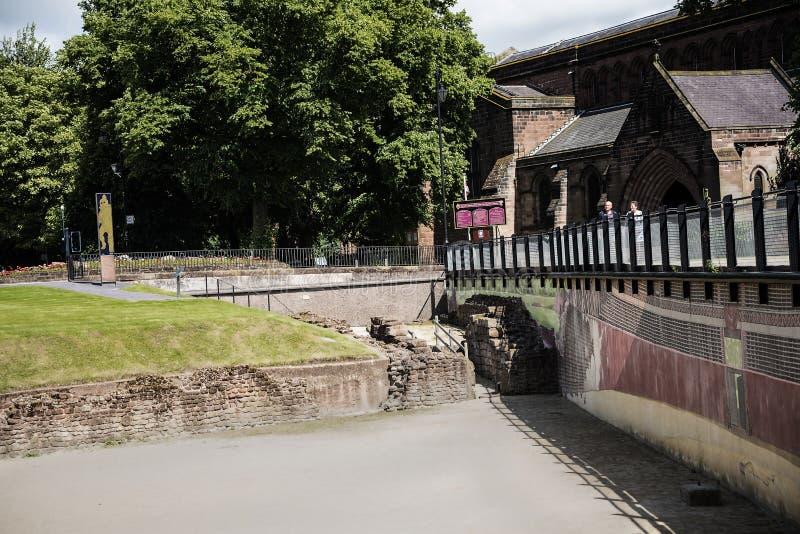 De belangrijkste Roman eigenschap is amphitheatre enkel buiten de muren die archeologisch onderzoek ondergaat royalty-vrije stock foto's