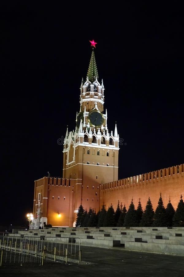 de belangrijkste toren van het Kremlin moskou stock afbeeldingen