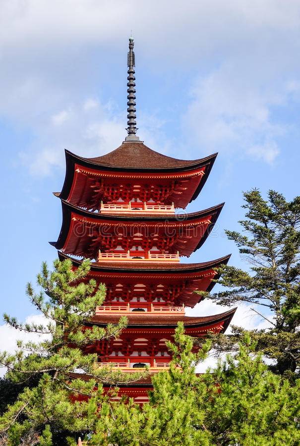 De belangrijkste toren van Itsukushima-Heiligdom in Hiroshima, Japan royalty-vrije stock foto