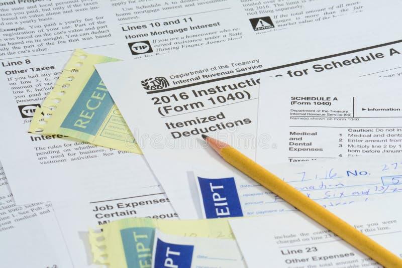 De belastingsvormen van de V.S. IRS met potlood royalty-vrije stock afbeeldingen