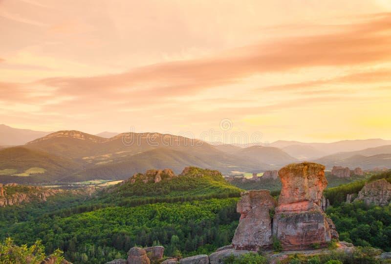 De Belogradchik-rotsen bij zonsondergang royalty-vrije stock foto