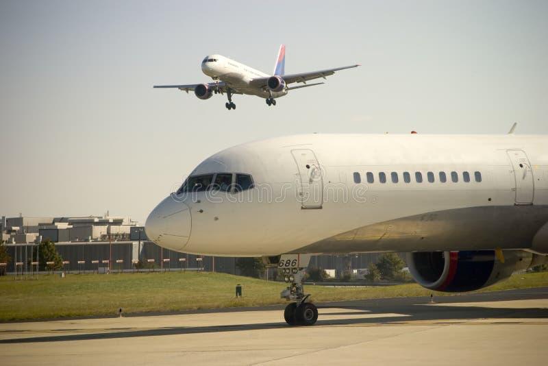 De Benadering van het vliegtuig royalty-vrije stock foto