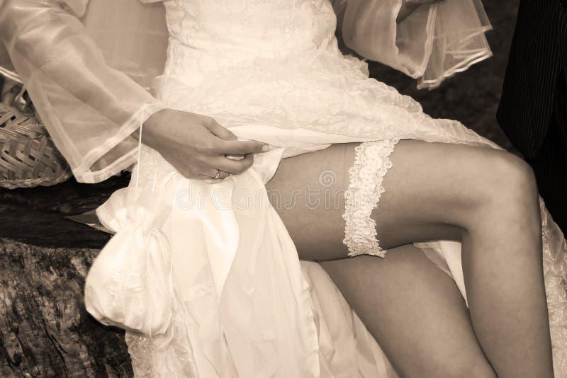De benen van de bruid royalty-vrije stock foto