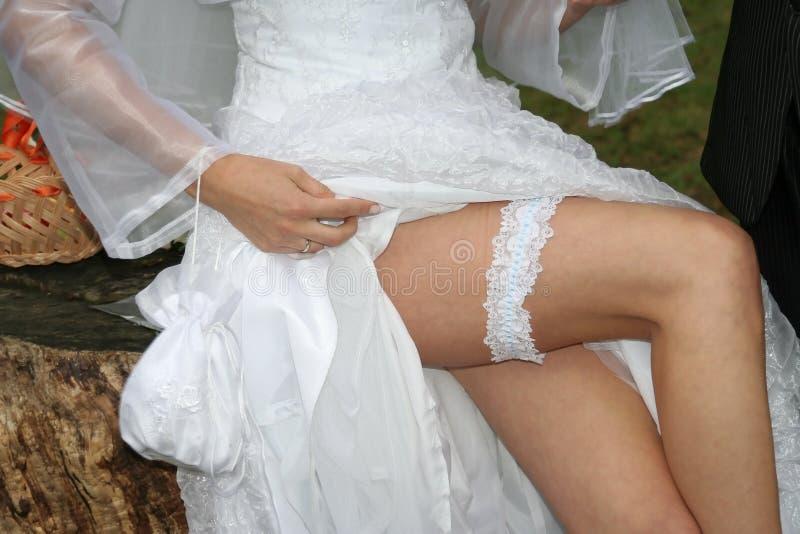 De benen van de bruid stock foto