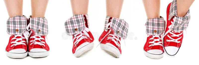 De benen van het meisje in sportschoenen royalty-vrije stock afbeelding