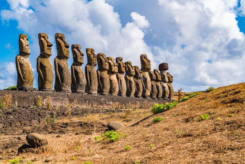 De berömda femtonna Moai på Ahu Tongariki på Rapa Nui eller påskön arkivfoto