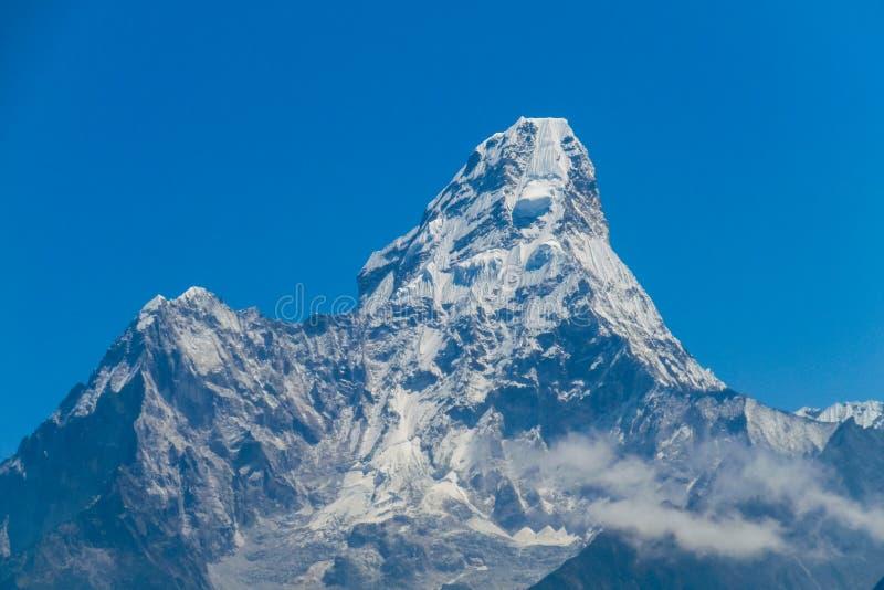 De berg Ama Dablam van Himalayagebergte royalty-vrije stock fotografie