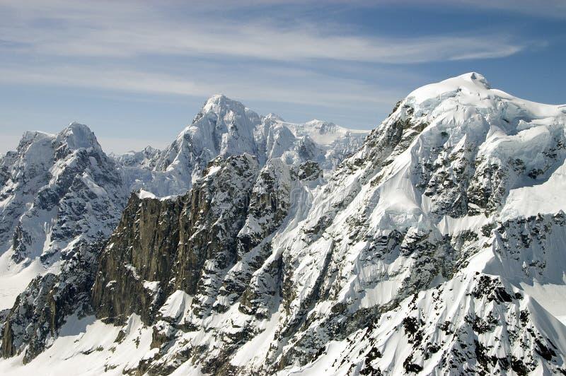 De berg bereikt dichtbij Mt. McKinley een hoogtepunt stock foto's