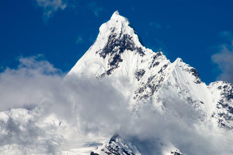 De berg Kawadgarbo van de sneeuw stock foto