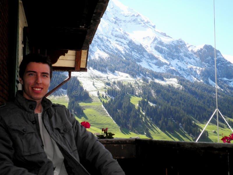 De Berg van de Alpen van het mensenbalkon stock afbeelding