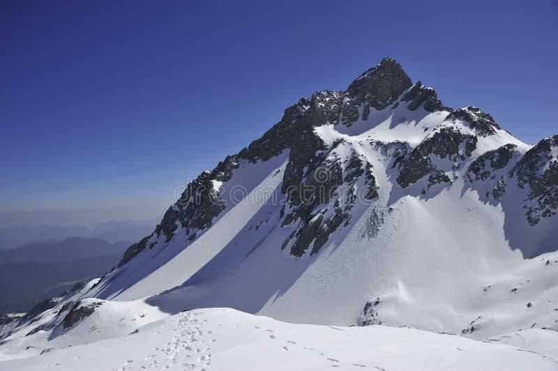 De berg van de sneeuw stock foto