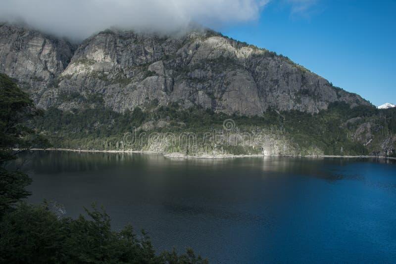 De berg van het meer royalty-vrije stock fotografie
