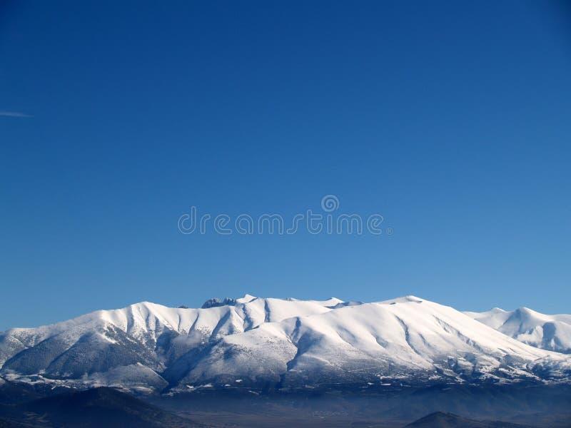 De Berg van Olympus die door sneeuw in Griekenland wordt behandeld stock afbeelding