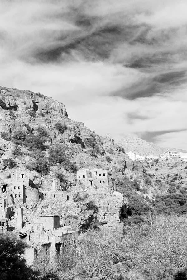 in de berg van Oman het oud verlaten huis van de dorpsboog en cl royalty-vrije stock foto