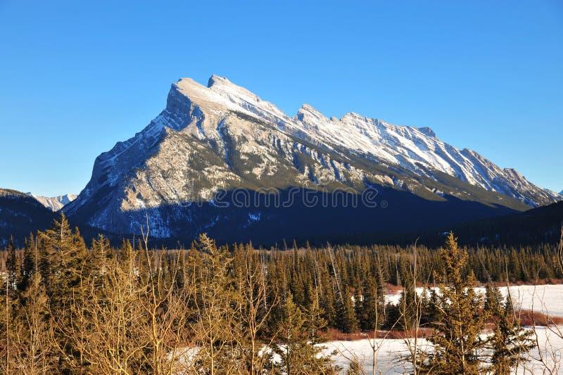 De berg van Rundle in banff royalty-vrije stock afbeeldingen