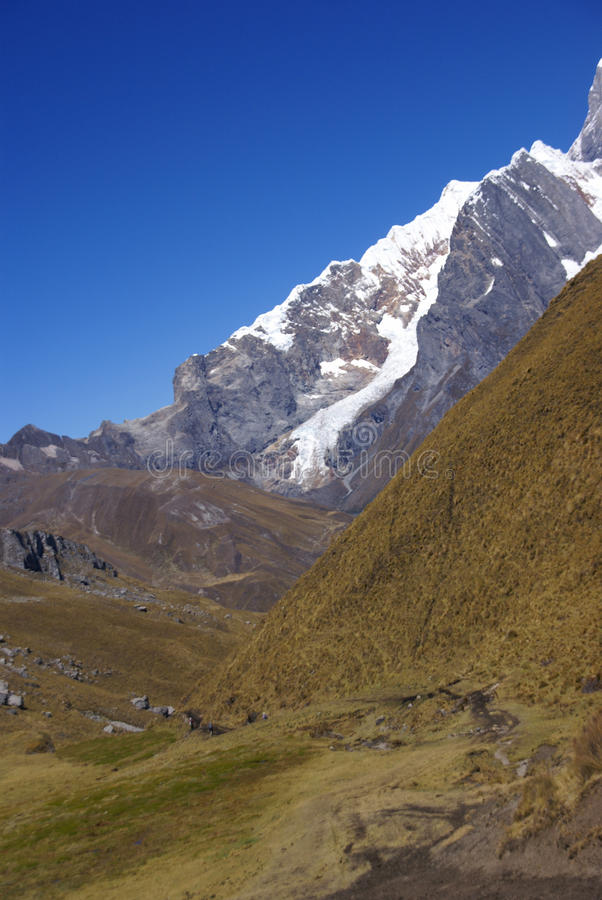 De berg van Siula royalty-vrije stock fotografie