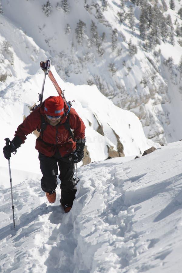 De bergbeklimmer van de ski stock afbeeldingen