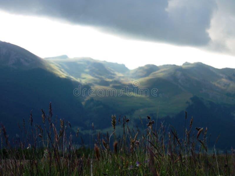 De bergen royalty-vrije stock afbeeldingen