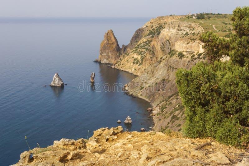 De bergen en de klippen op de kust van de Zwarte Zee in de Krim royalty-vrije stock afbeelding
