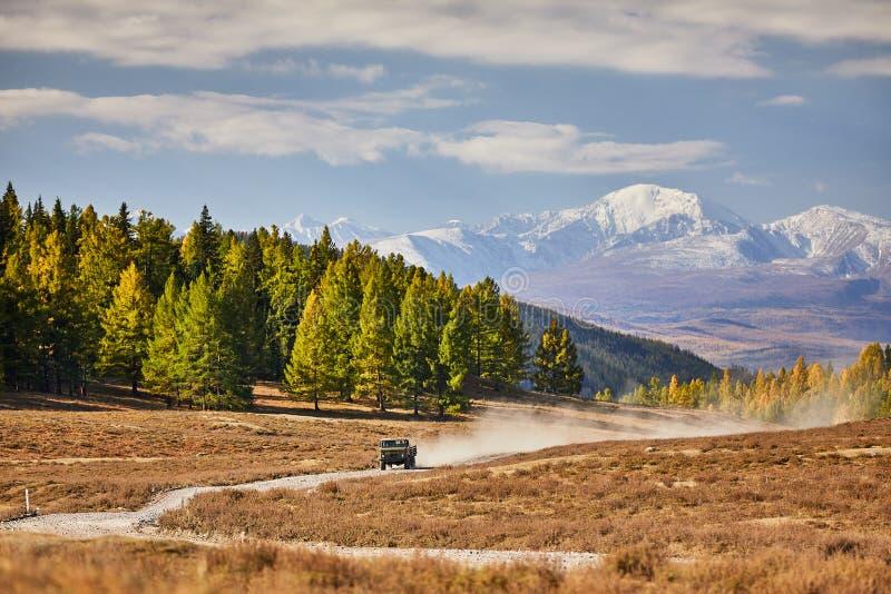 De bergen van de canionweg royalty-vrije stock afbeelding