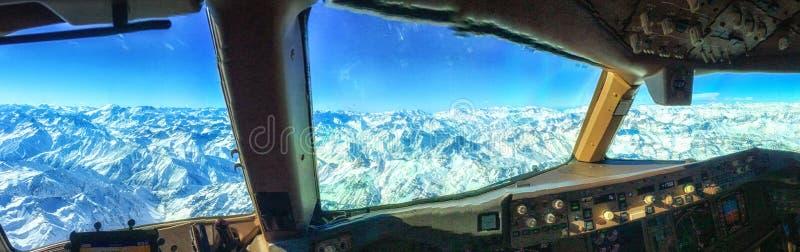De bergen van de Andes van Cockpit stock foto's