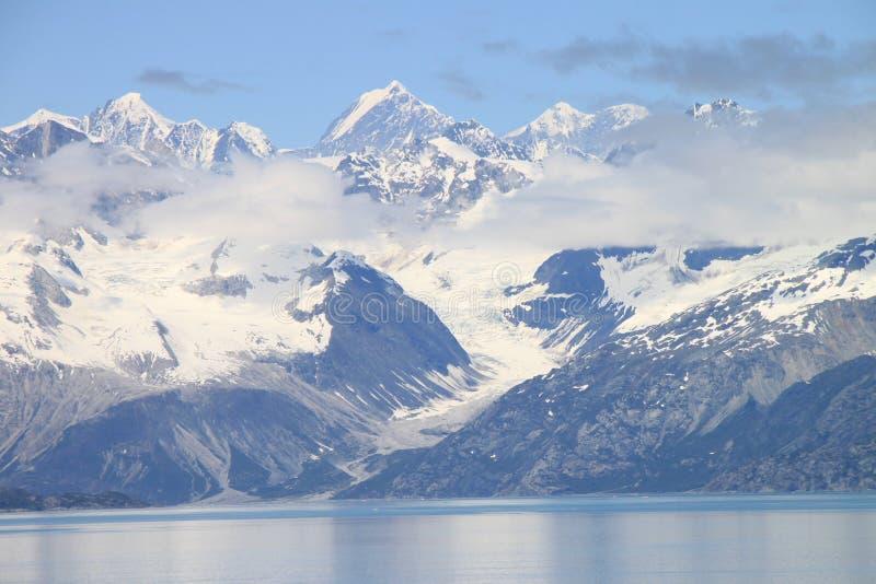 De bergen van de Baai van de gletsjer royalty-vrije stock afbeelding