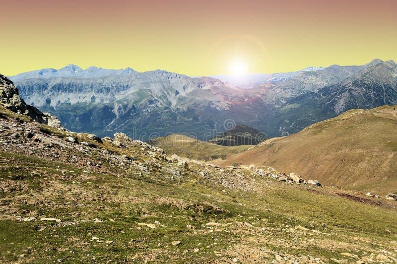 De bergen van de Cerlerhoogte bij zonsondergang royalty-vrije stock afbeelding