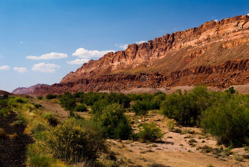 De bergen van de kant van de weg in Utah stock foto's