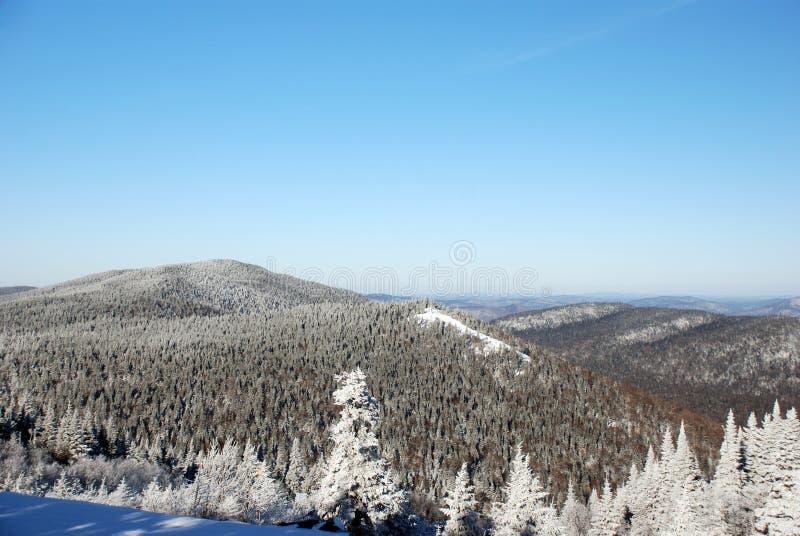 De bergen van de winter royalty-vrije stock afbeeldingen