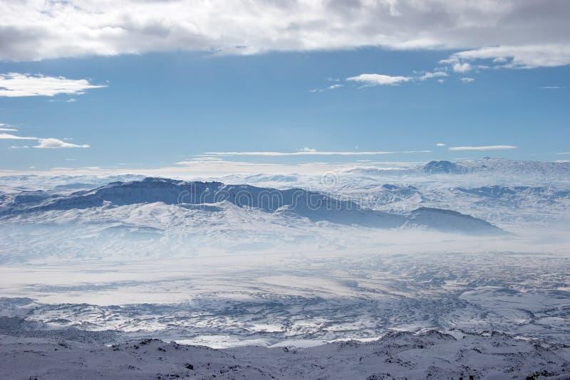 De bergen van de winter zetten dichtbij Ararat, Turkije op royalty-vrije stock foto's