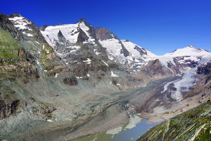 De bergen van Grossglockner en Johannisberg-met de gletsjer Pasterze royalty-vrije stock afbeelding