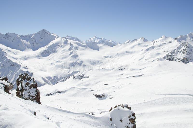 De bergen van sneeuwelbrus royalty-vrije stock foto