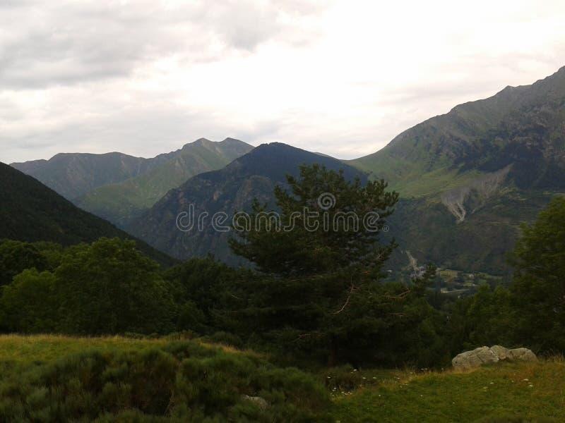De bergen zijn spectaculair royalty-vrije stock foto