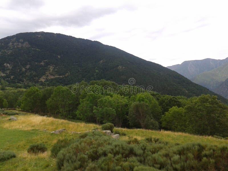 De bergen zijn spectaculair royalty-vrije stock afbeelding
