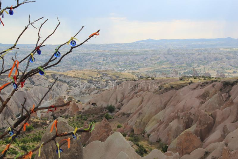De Bergenboom van Turkije Cappadocia stock fotografie