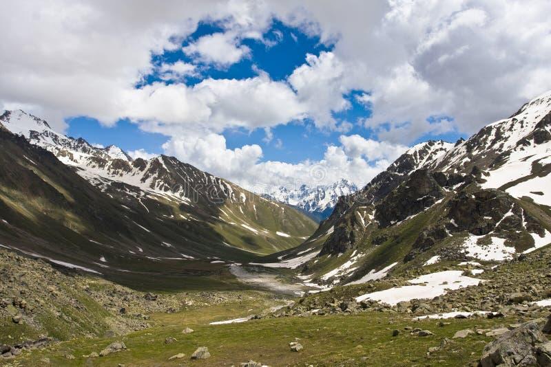 De bergenlandschap van de Kaukasus royalty-vrije stock foto