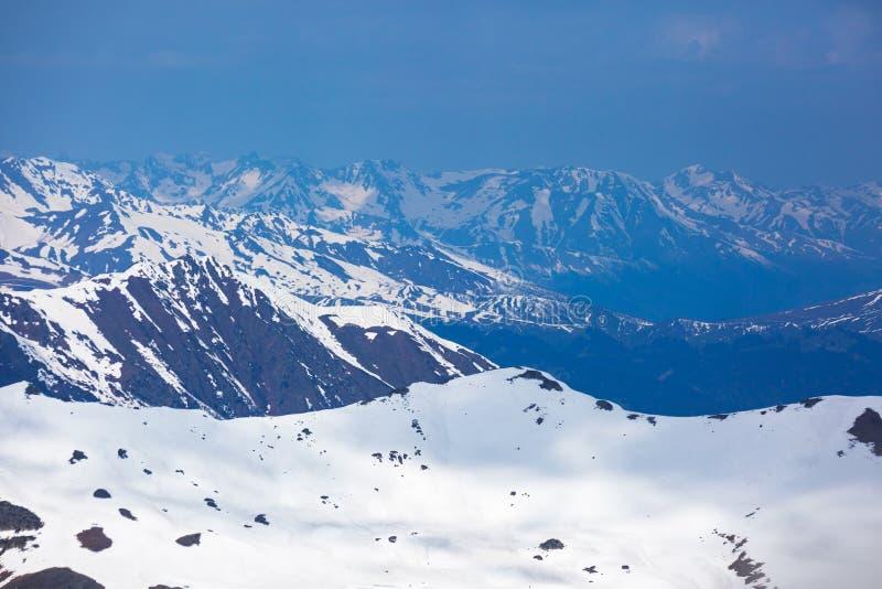 De Bergenlandschap van de Kaukasus Karachay-Cherkessia, Rusland royalty-vrije stock foto