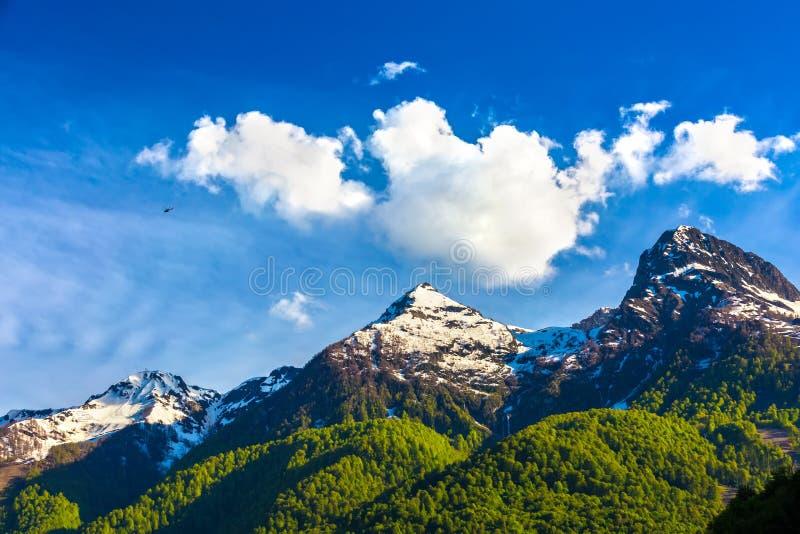 De bergenlandschappen van de Kaukasus, Sotchi, Rusland stock foto's